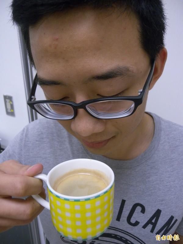 平時喝咖啡、茶類,有助於對腦部認知功能的保護。(記者吳亮儀攝)