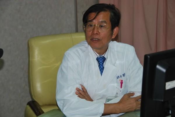 郭綜合醫院醫師李耀泰表示,常食用堅果,可減少冠狀動脈症猝死。(記者王俊忠翻攝)