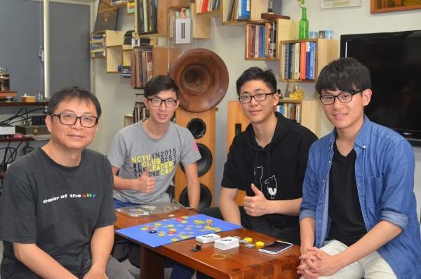 一群交大生自製程式教育桌遊「海霸」,讓學習程式的過程變得更有趣。(程式老爹提供)