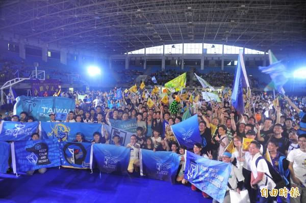 上萬玩家聚集在成大中正堂參加After Party。(記者王捷攝)