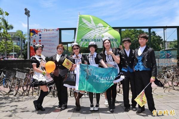 藍營「反抗軍」和綠營「啟蒙軍」,昨日攻佔台南各地的「能量塔」參加屬於台南的Anomaly Day(變異日)競賽。(記者王捷翻攝)