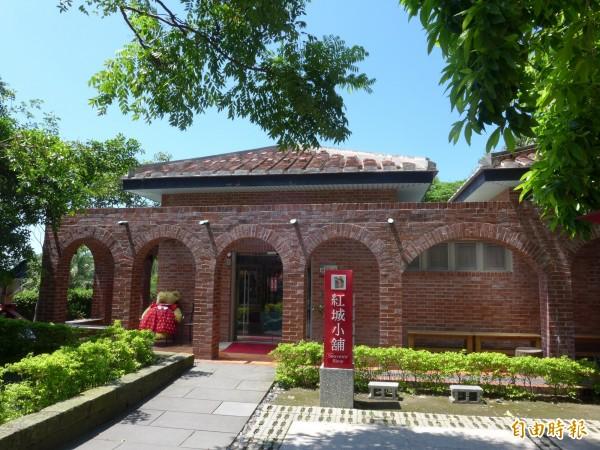淡水古蹟博物館紅毛城園區內的「紅城小舖」,持續廣徵合作對象。(記者李雅雯攝)