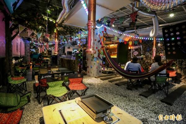 TKK CAMP Camping BBQ自韓國取經,將室內打造猶如戶外野餐的情境。(記者陳晉生攝)
