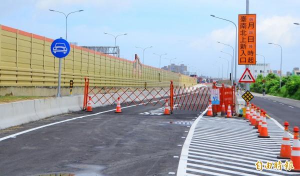 新建的仁德交流道北上入口匝道已經完工,24日啟用。(記者吳俊鋒攝)