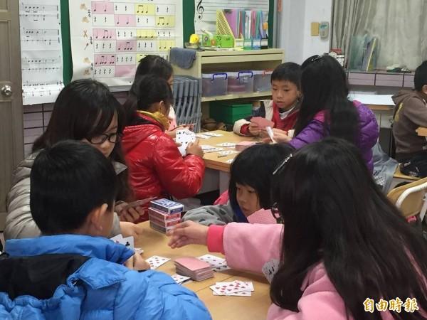 太平區東汴國小104學年度起實施創新混齡實驗教育。(記者黃鐘山攝)