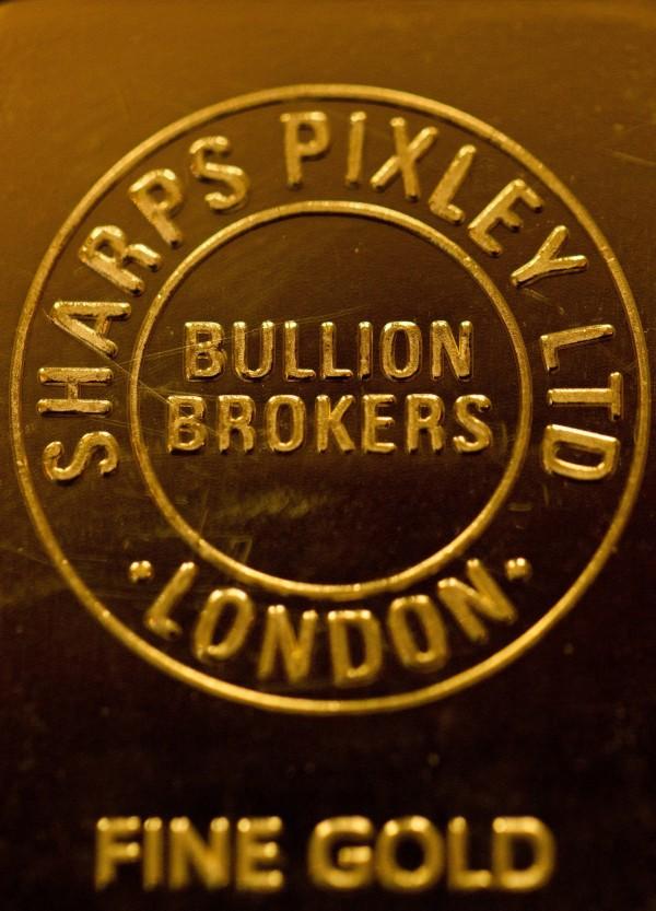 「完美風暴」將來襲 金價漲至近3年新高/全球經濟變數多 投資人搶買黃金_02