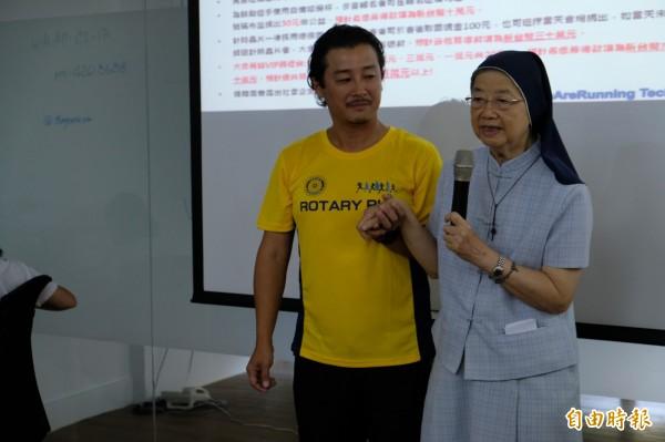 善牧基金會執行長湯靜蓮修女,呼籲大家用實際行動來贊助台南嬰兒之家的棄嬰。(記者陳炳宏攝)
