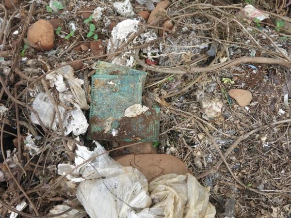 新竹縣環保局檢驗湖口軍事用地的廢棄物採樣結果,重金屬含量超過法規有害認定標準共有5個樣點。(記者廖雪茹翻攝)
