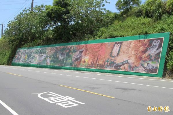115號縣道三聖宮段壁畫接力內思高工段壁畫導航前往照門生態區。(記者黃美珠攝)
