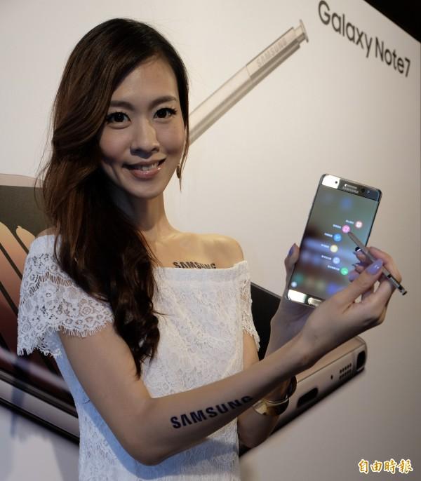三星正式推出新一代的Galaxy Note7,強調S Pen筆尖更細、反應速度更快,還能懸浮隨點即翻譯等多種功能。(記者陳炳宏攝)