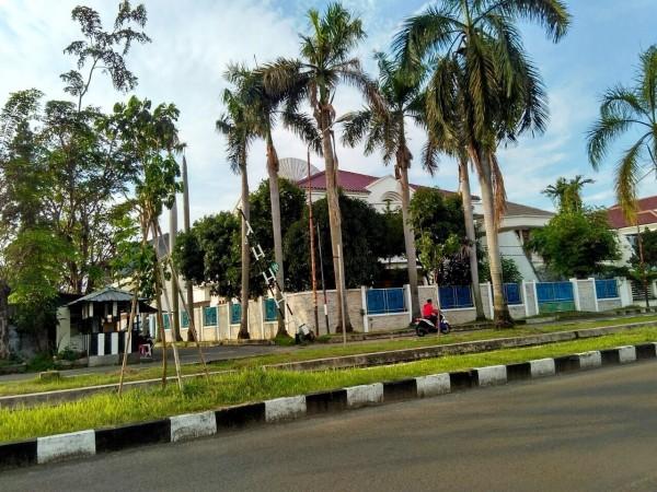 隱身印尼的詐騙機房透天厝。(記者邱俊福翻攝)