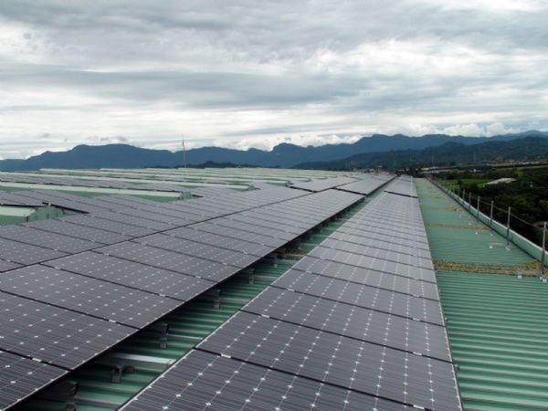南市公告第3批用電契約容量達800瓩以上用戶,應設置太陽光電系統,未設置將罰款。(圖由南市經發局提供)