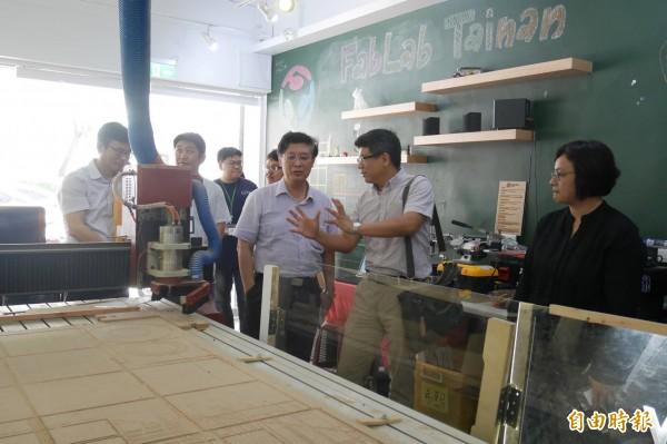 行政院科技會報由執行秘書郭耀煌(右三)率團隊參訪台南數位文創園區。(記者洪瑞琴攝)