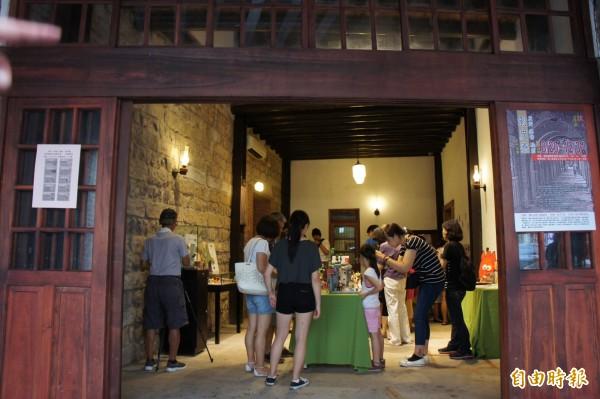 剝皮寮歷史街區廣州街段,即日起至年底將有以萬華文化為主題的系列展覽。(記者黃建豪攝)