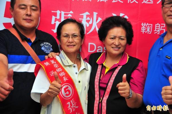 秀林鄉長李春風(右二)是張秋美(左二)的親阿姨,在阿姨提供策略下,張秋美穩紮穩打因此勝選。(記者花孟璟攝)