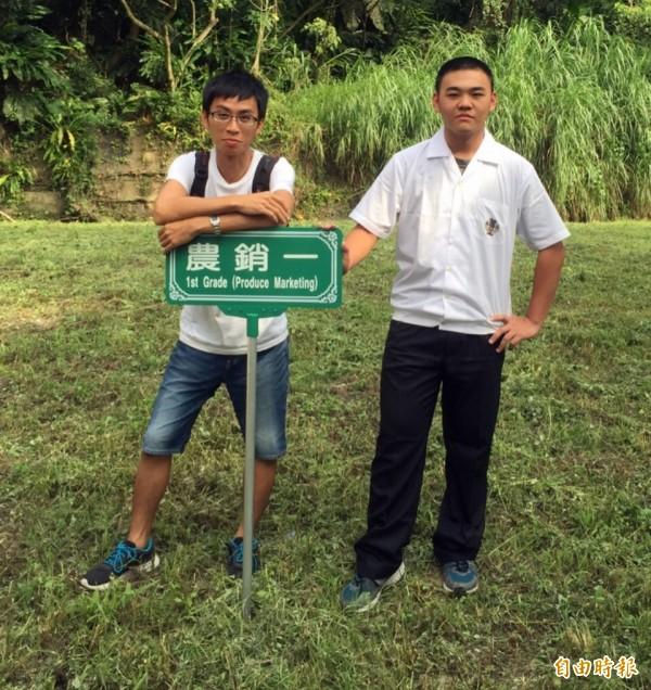 李柏逸(右)和農產行銷科科主任李宗俊(左)。(記者李容萍攝)