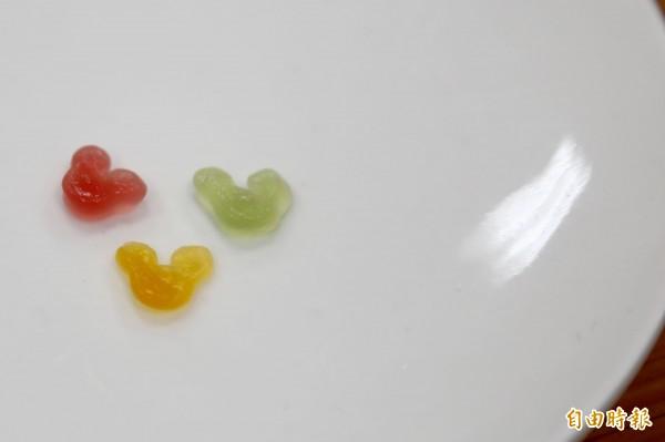 米奇造型的彩色即食珍珠為迪士尼授權,金在東京、上海的迪士尼樂園中販售。(記者邱芷柔攝)