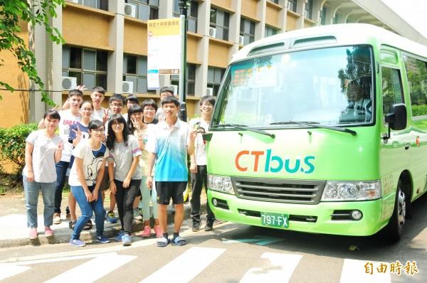 162號公車今起開進靜宜大學校園,學生表示,真的很方便。(記者歐素美攝)
