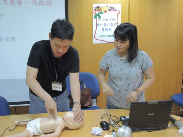 寄養家庭須接受CPR等課程訓練。(圖由北高雄家扶中心提供)