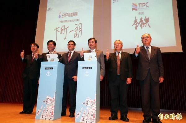三井不動產集團與台灣港務公司正式簽約,將在台中港投資興建OUTLET PARK。(記者張菁雅攝)