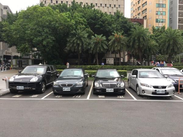 蕭男涉嫌詐騙多名女網友為他貸款買車。(記者劉慶侯翻攝)