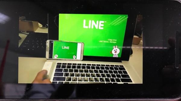 冠軍高雄應用科大酷爾斯米斯one團隊開發的Presentation-Wand onLINE,除具備簡報筆上下翻頁功能外,也能將電腦畫面以無線方式同步分享到其他的智慧裝置。(記者陳炳宏翻攝)