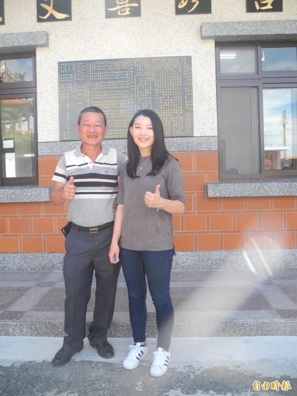 溫森銶(左)對女兒溫伊柔(右)表現很肯定,並說會當她的指導老師。(記者許展溢攝)