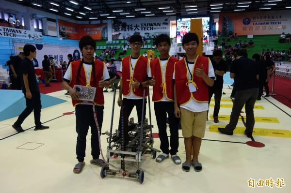 第20屆TDK機器人競賽,遙控組冠軍由南榮科技大學組成的「海霸王」隊奪下。(記者吳柏軒攝)