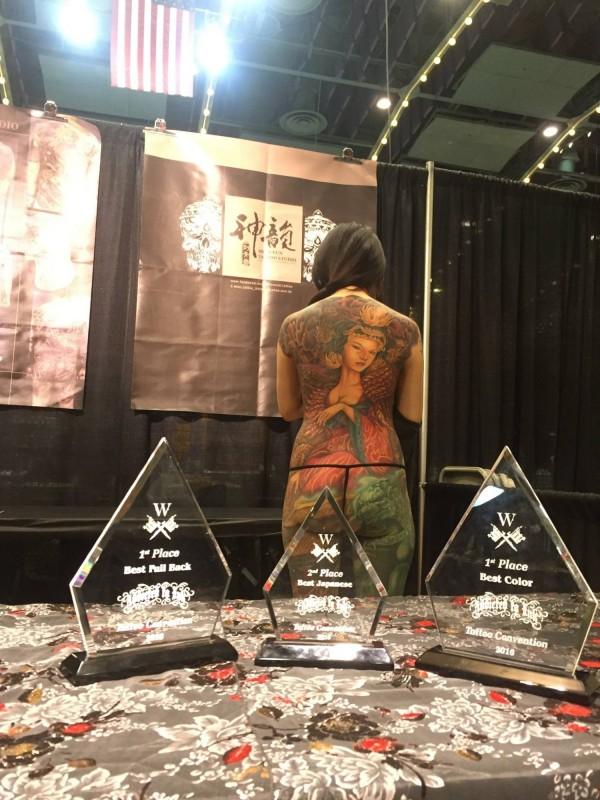 刺青師曾昱傑在模特兒蔡佩君背上刺的武則天作品,在紐約刺青大會囊括3個獎項,為台灣爭光。(曾昱傑提供)