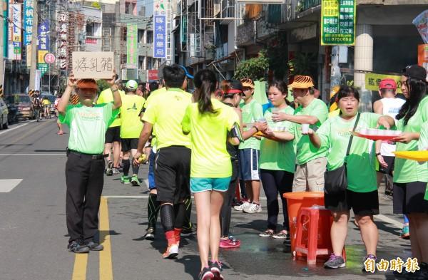 田中馬拉松加油群眾要用最熱情的「人情味」迎接參賽者。