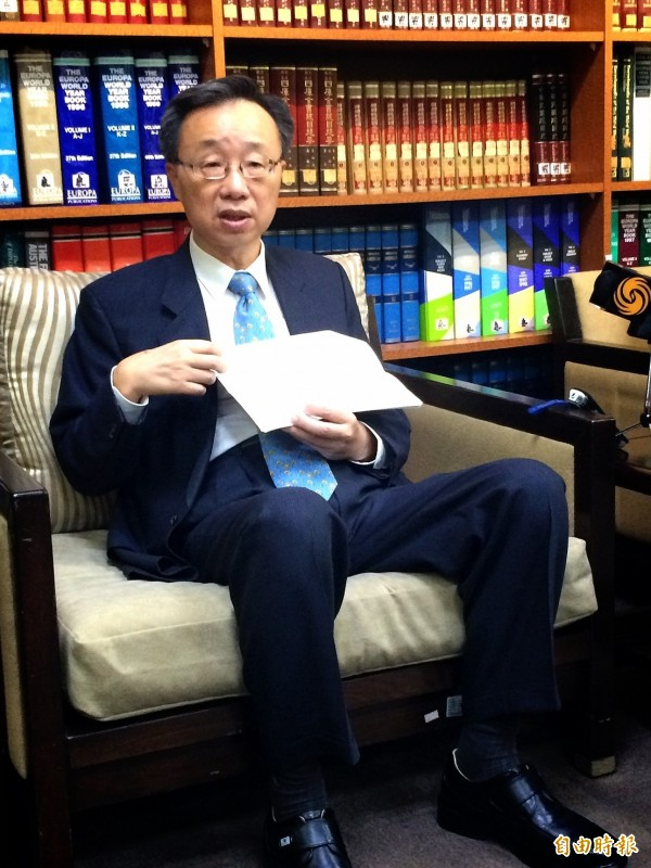 領務局副局長羅添宏出席外交部例會。(記者呂伊萱攝)