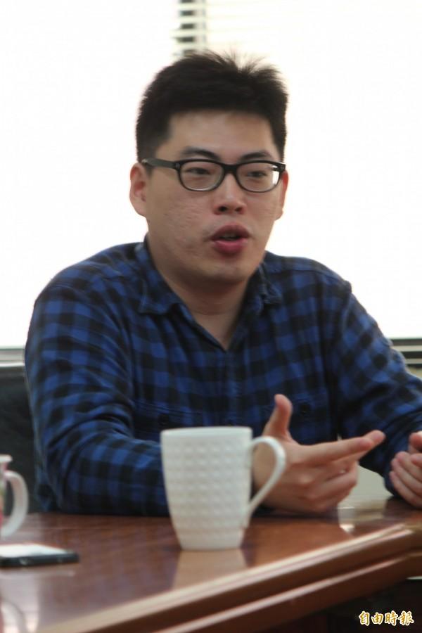 「智庫驅動」市長謝宗震強調,他們可以透過資料庫數據的統計分析等技術,提供各業的決策參考。(記者黃美珠攝)