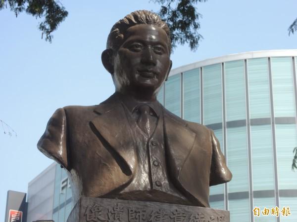 湯德章紀念公園雕像。(記者洪瑞琴攝)