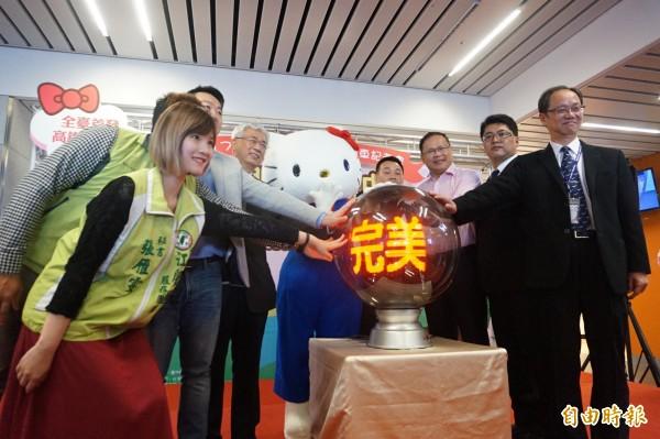 市府在台中國際機場舉辦首條國際機場聯外全電動公車路線A1啟動儀式。(記者歐素美攝)