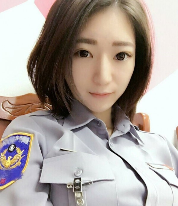 女警林筱綺喜歡在臉書上分享自己的美照。(圖由林筱綺提供)