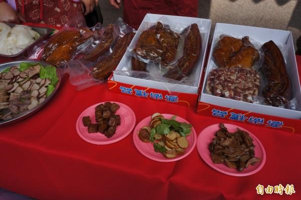 臘肉、香腸等眷村美食,讓人回味眷村文化的溫暖。(記者林孟婷攝)