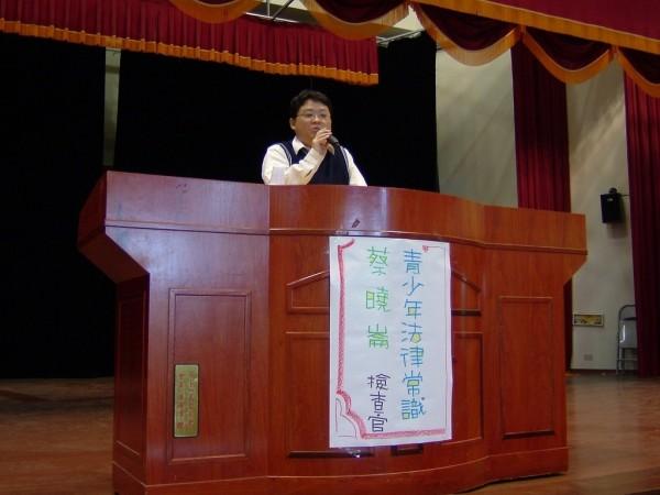彰化檢察官蔡曉崙曾巡迴校園教導學子法律常識,現在卻因嫖雛妓而羈押。(記者張瑞楨翻攝自網路)