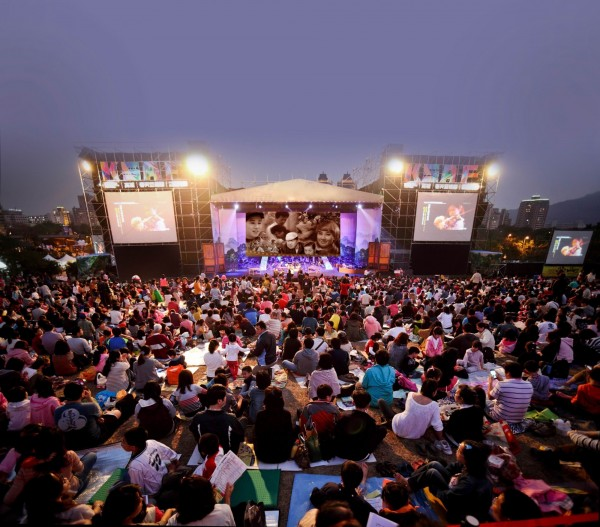 高雄春天藝術節首檔大型旗艦節目《咱的電影咱的歌》,邀台灣人來唱台灣歌。(圖由高市文化局提供)