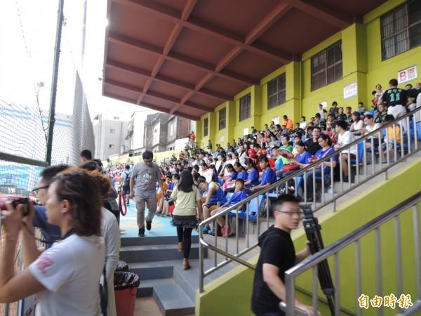新竹棒球場將全面大整建大翻新,要給球迷和球隊耳目一新的新竹棒球場。(記者洪美秀攝)
