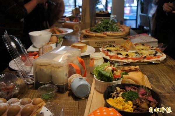 天母美食祭開跑,民眾消費可集點抽獎。(記者黃建豪攝)
