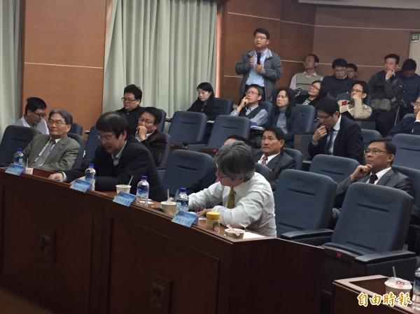 綠電專題座談會今在彰化縣政府舉行。(記者張聰秋攝)