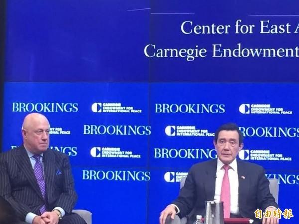 台灣前總統馬英九今天在華府演講說,一個中國原則是美中關係的基石,但遭民進黨駐美代表處發表聲明反駁。(記者曹郁芬攝)