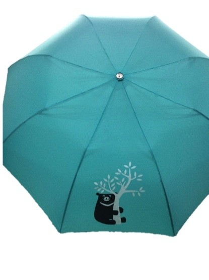 圖為中鋼今年股東會將送出的台灣黑熊傘。(記者羅倩宜攝)