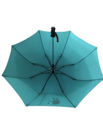 圖為中鋼今年將送出的股東會紀念品-台灣黑熊傘。(記者羅倩宜攝)