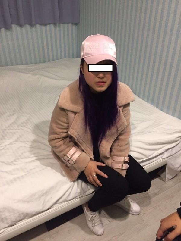 警方查獲以觀光名義來台應召的中國女子。(記者劉慶侯翻攝)