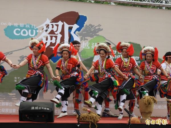 台南「鄒族日」安排音樂、舞蹈,熱鬧滾滾。(記者洪瑞琴攝)
