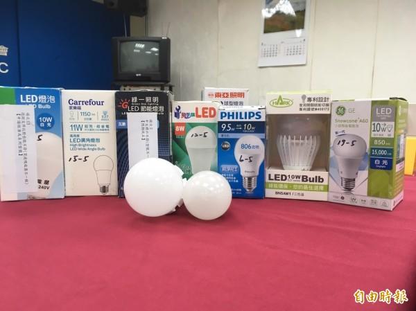 國人環保節能意識抬頭,許多民眾也開始改用LED燈泡。(記者林彥彤攝)
