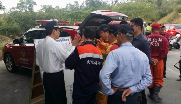 消防、救難人員連日來在彰化市八卦山區搜尋失蹤的宋姓老翁。(記者湯世名翻攝)