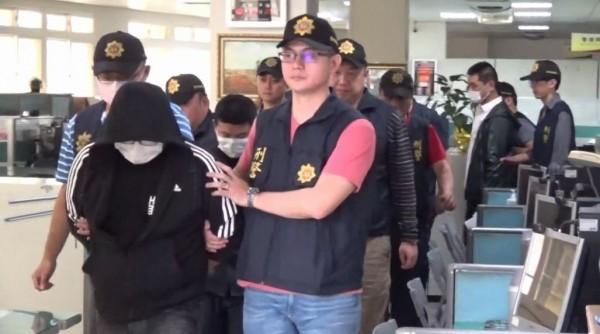 警方共逮捕歐巴「牛」與「穿浦」等11人。(記者張瑞楨翻攝)