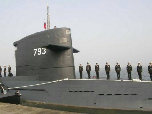 圖為海軍編號793海龍潛艦。(國防部資料照)